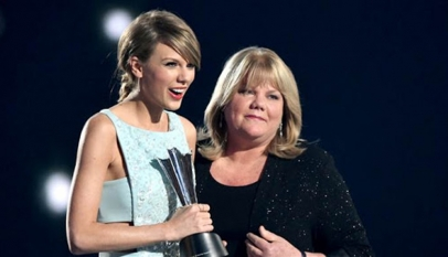 Taylor Swift calls her mother Andrea a hero in her life